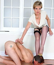 Mature trophy wife gets dominant