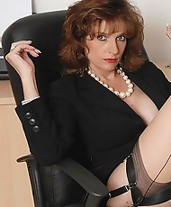 Leggy nylons milf